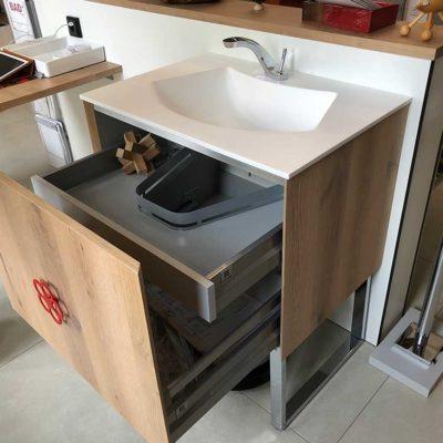 abverkauf-waschplatz-mit-stauraum